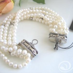 Kelly White Pearl Bracelet