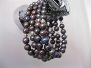 black_pearl_cuff