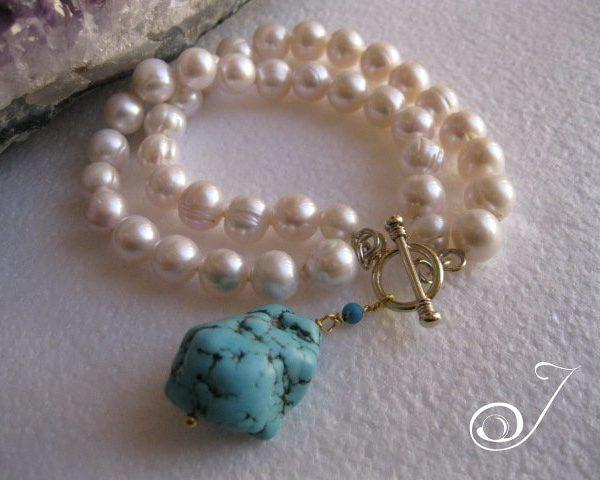 blue-turquoise-charm-pearl-bracelet