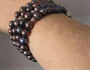 black-pearl-bracelet-on-wrist
